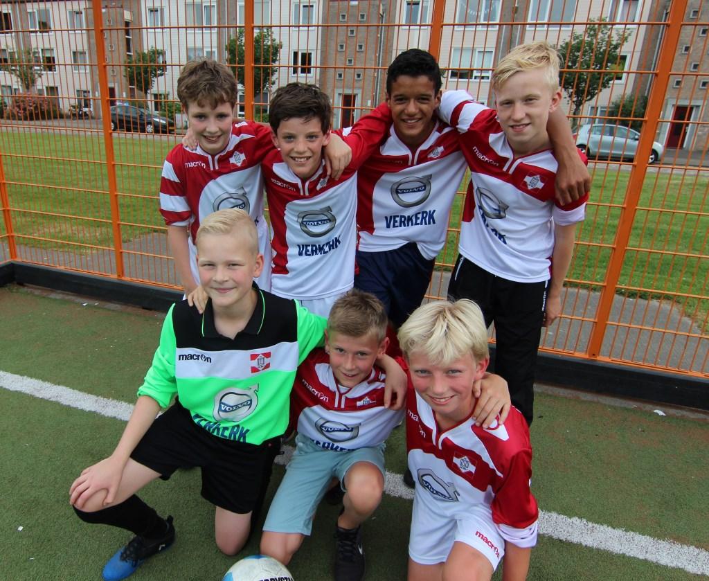 Joeri, Pijke, Christiaan, Jelmer, Bassim, Robson, Maurits en Lasse gaan het voor de Biltse jongens helemaal maken.   © De Vierklank