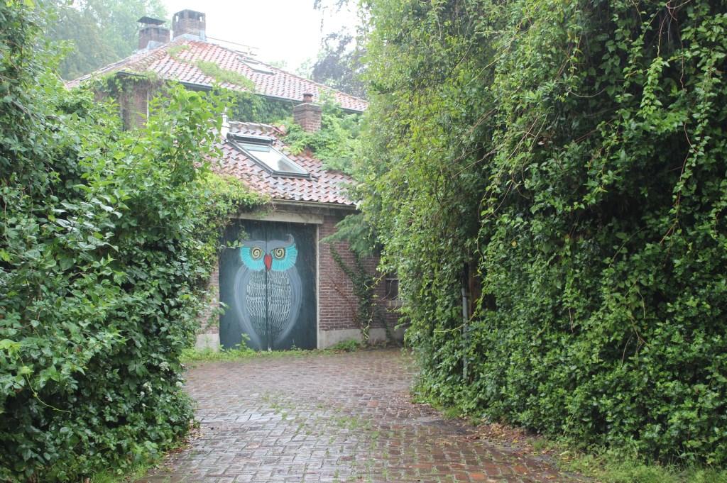 Zichtbaar vanaf de Veldlaan in Groenekan Villa Het Uilenest.  © De Vierklank