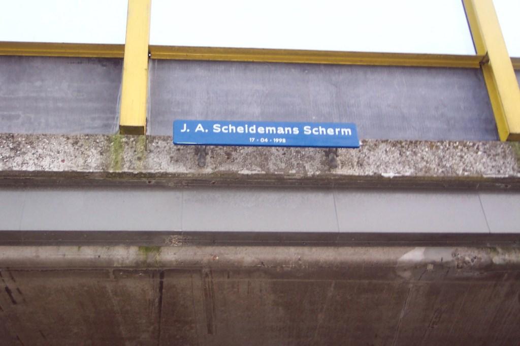 Eerder sierde dit bord het Groenekanse viaduct.  Foto: Guus Geebel 2005 © De Vierklank