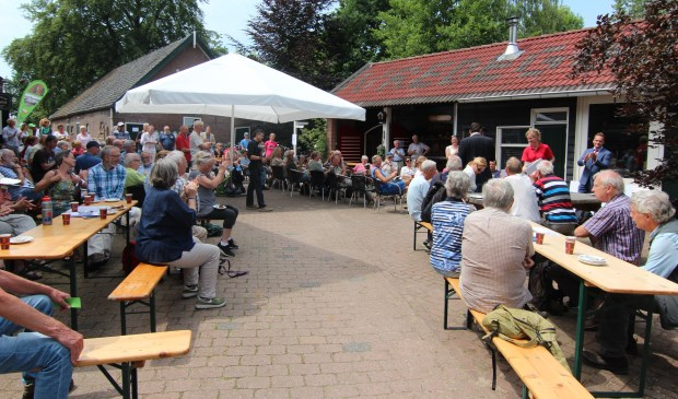 Een deel van de 10167 vrijwilligers was naar Museum Vredegoed afgereisd.