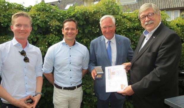 V.l.n.r. Lennart Salemink, burgemeester Sjoerd Potters, Arie-Jan Ditewig en Commissaris van de Koning Willibrord van Beek.