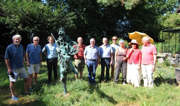 Bijeenkomst van de vrijwilligers voorafgaand aan de open dagen: in het midden (5de van links) Theo van Berkel.