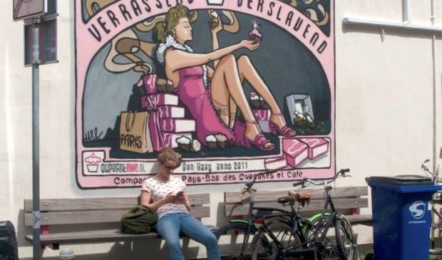 Peter fotografeert graag het leven om zich heen, zoals op de hoek Korte Poten en Koediefstraat in 's-Gravenhage