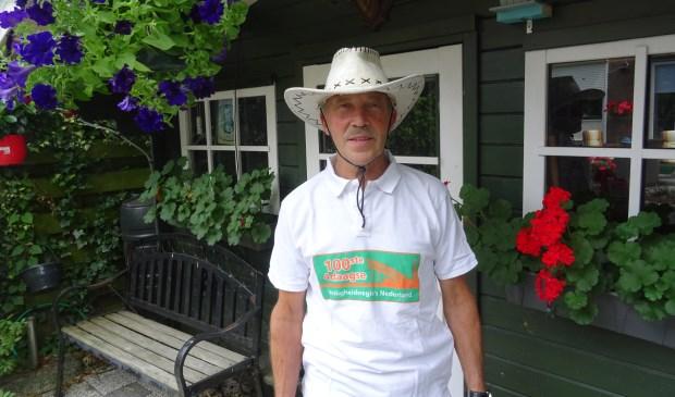 Zo kennen Maartensdijkers Henk Renes; 'Altijd met een hoed of pet'.