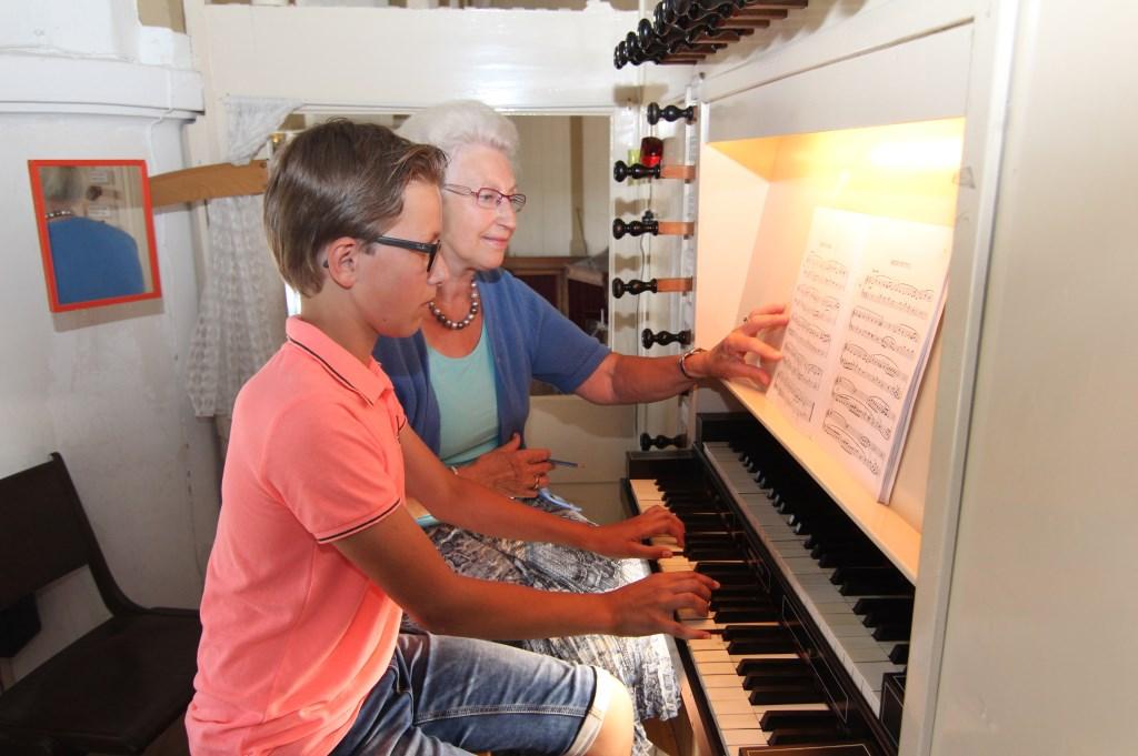 Jaco de Jong (13 jaar) heeft de (orgel-)talenten mogelijk van zijn overgrootvader Pieter Wijnen die kerkorganist was vóór Fia Lam.   © De Vierklank