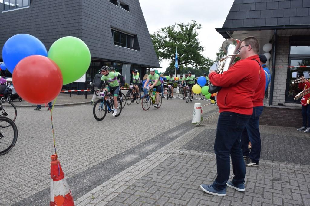 Eén van de teams komt binnen bij De Biltse Hoek.   © De Vierklank