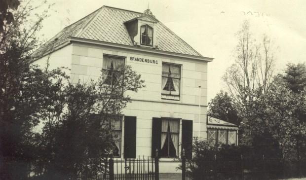 Het huis Brandenburg is gebouwd in 1849 voor de uit Emmerich afkomstige 'chirurgijn' Joseph Gewaltig. Hij kwam als bijna zestigjarige in 1840 naar Maartensdijk als 'genees-, heel- en vroedmeester'. Het huis heeft de naam Brandenburg gekregen omdat de vrouw van gemeentesecretaris E. Kwint, die hier van 1916 tot 1965 heeft gewoond, van de boerderij Brandenburg in De Bilt kwam.