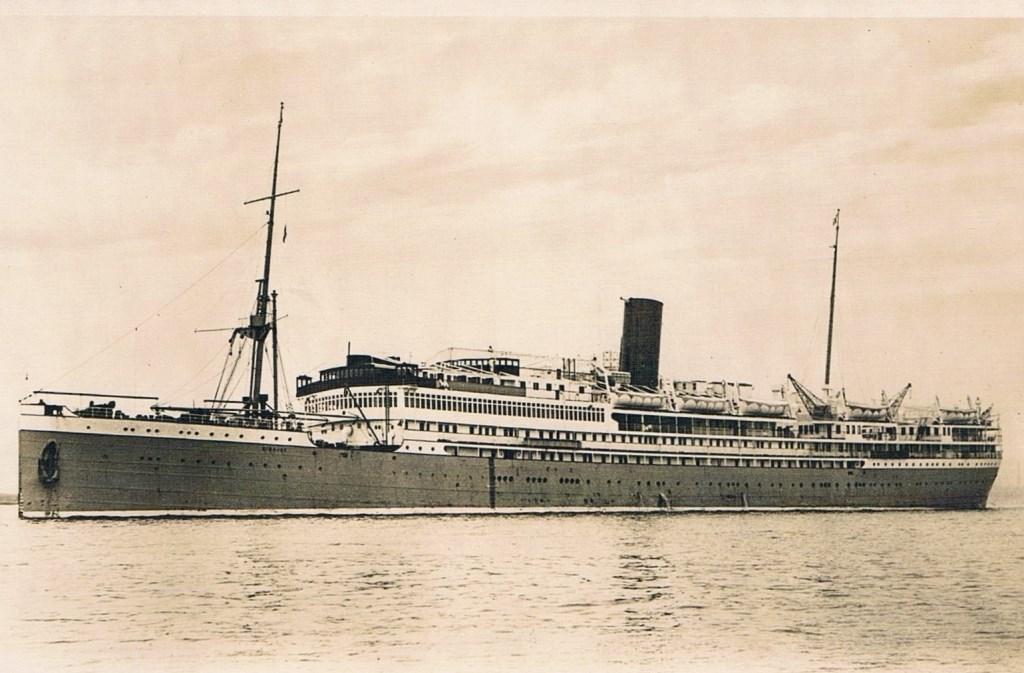 In 1937 vertrok het gezin met de Sibajak naar Indië.  © De Vierklank