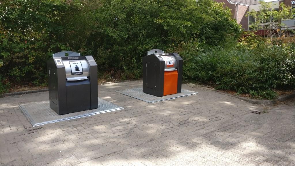 Ten koste van twee parkeerplaatsen zijn bij de Prins Clauslaan in Maartensdijk de locaties 26 (Restafval + GFT) en 27 (PMD) gerealiseerd  © De Vierklank
