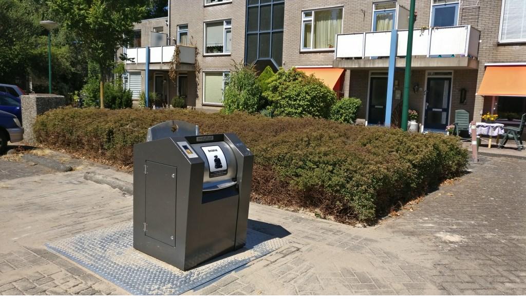 Op de Prins Bernhardlaan komt een maatwerkoplossing voor zowel restafval als PMD. Die voor restafval is er al.  © De Vierklank