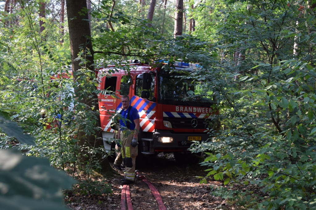 Sommige branden zijn moeilijk te bereiken in het bos.