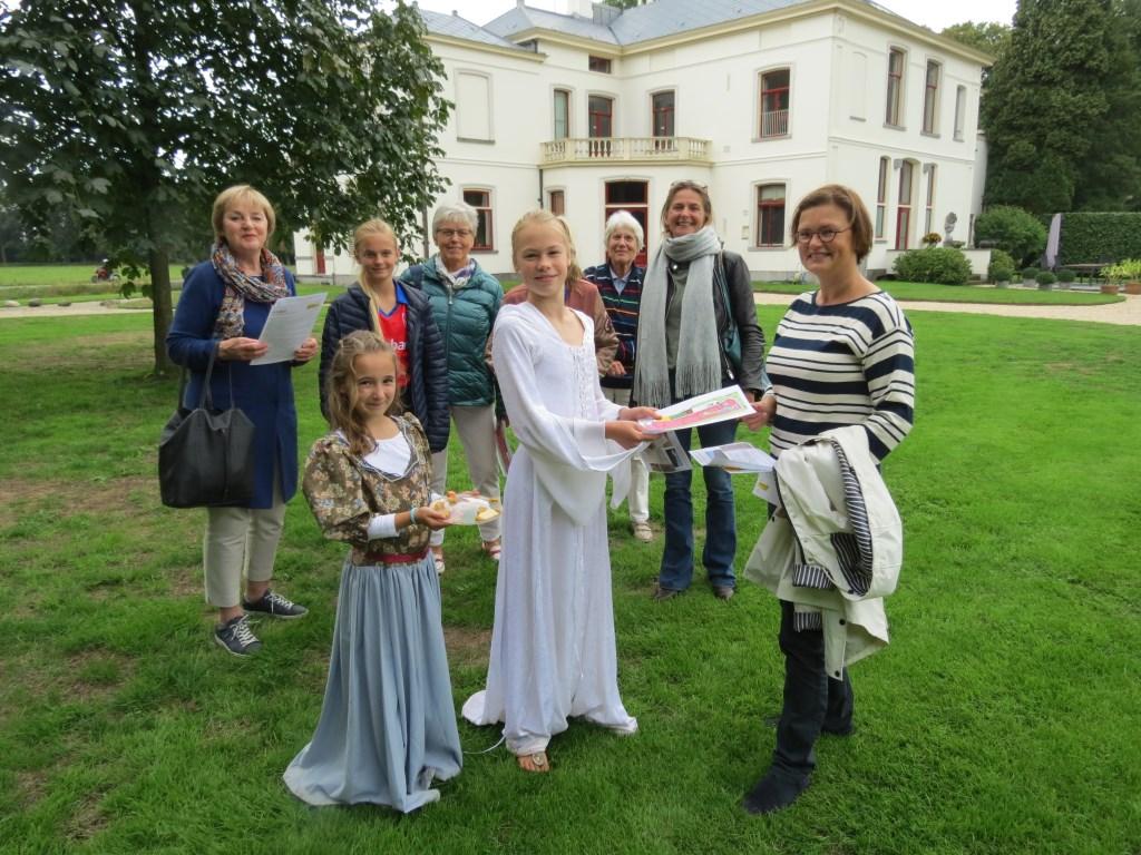 De Mathildes Zoë en Charlotte (rechts) waren uitstekende gastvrouwen.