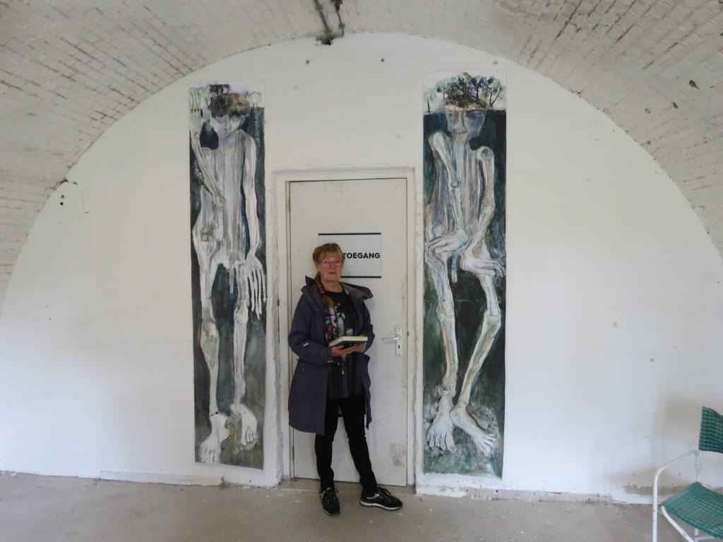 Willemien Bellaart met haar Ruige Reuzen van Ruigenhoek.  © De Vierklank