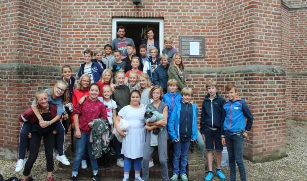 Leerlingen van de Nijepoortschool maken kennis met een monument.