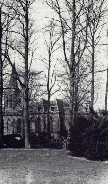 Op 26 juli 1893 werd de eerste steen gelegd van een Gotisch kerkje; tegelijkertijd werd de pastorie gebouwd. Op 22 mei 1894 werd de eerste overledene op het achter de kerk aangelegde kerkhof begraven.