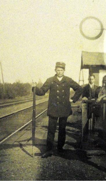 Hannes Floor aan het spoor in Hollandsche Rading.