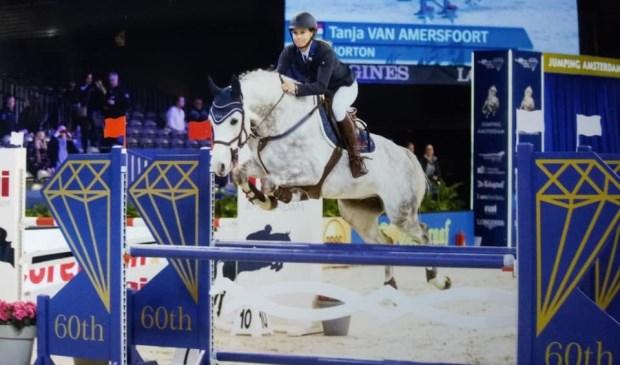 Tanja van Amersfoort is goed onderweg met de 7-jarige schimmel Horton.