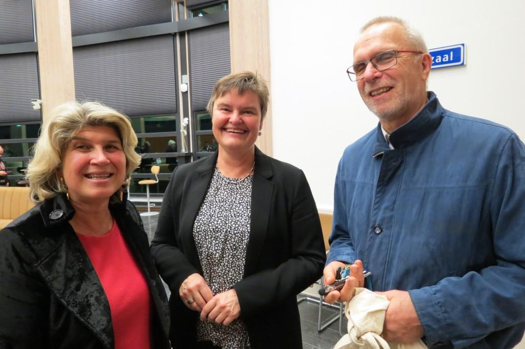 De wethouders Madeleine Bakker, Anne Brommersma en gemeenteraadslid Theo Aalbers (Christenuinie).