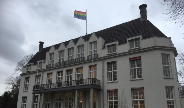 Op verzoek van een meerderheid van de fractievoorzitters uit de gemeenteraad wapperde op 8 januari de regenboogvlag op Jagtlust.