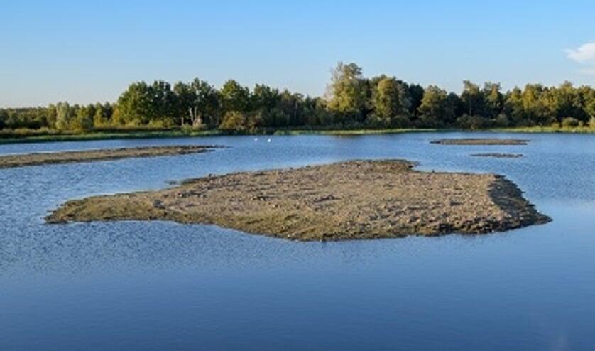 De eilanden die al in de noordelijke plas zijn aangelegd en zich nu verder kunnen gaan ontwikkelen. (foto Luuk Donderwinkel)