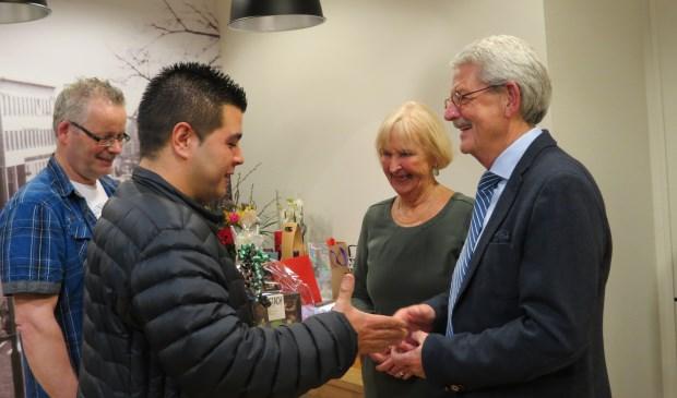Honderden patiënten kwamen Jan Maarseveen en partner Annemarie van den Bosch in de praktijk de hand schudden. [foto Guus Geebel]