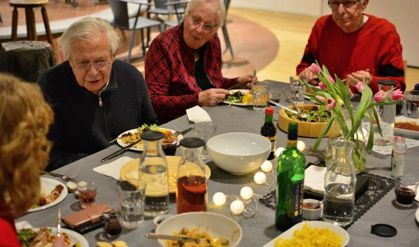 Deze foto's (gemaakt bij de try-out) van 'Aan de Keukentafel' geeft een indruk van de sfeer aan tafel.
