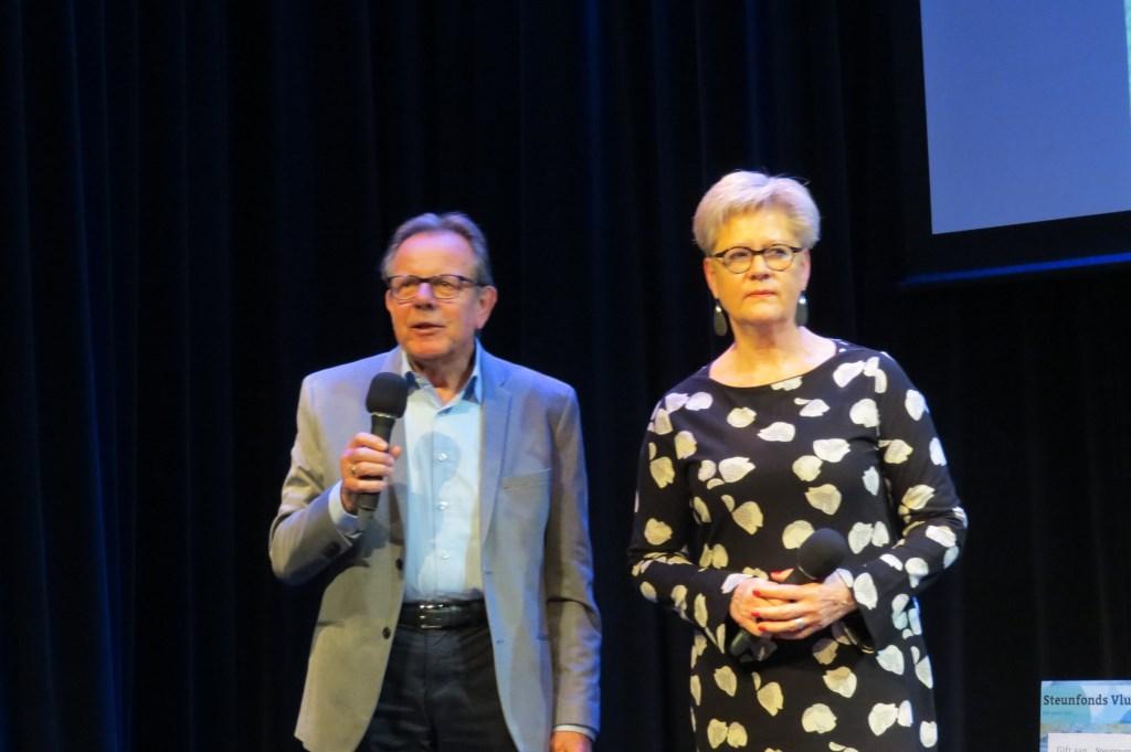 Voorzitter Adri Peters en coördinator Hanneke Eilers van Steunpunt Vluchtelingen De Bilt.  © De Vierklank