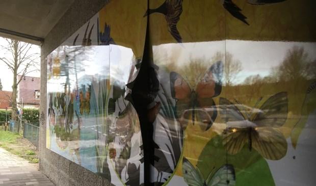 De fleurige panelen onder het viaduct in Groenekan zijn beschadigd.