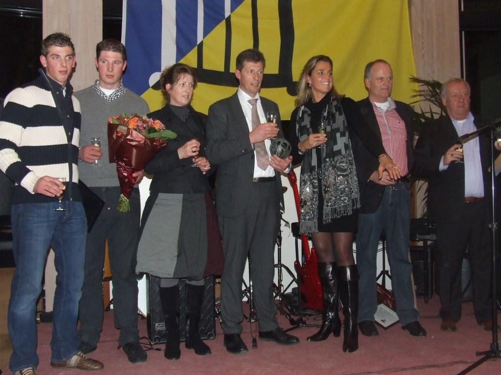 Willem, Eelco, Wim en Riet Landwaart luisterden met Ilona Hofstra op 25 november 2009 waarom hun bedrijf Bilts Ondernemer van het jaar is geworden. (foto Guus Geebel)   © De Vierklank