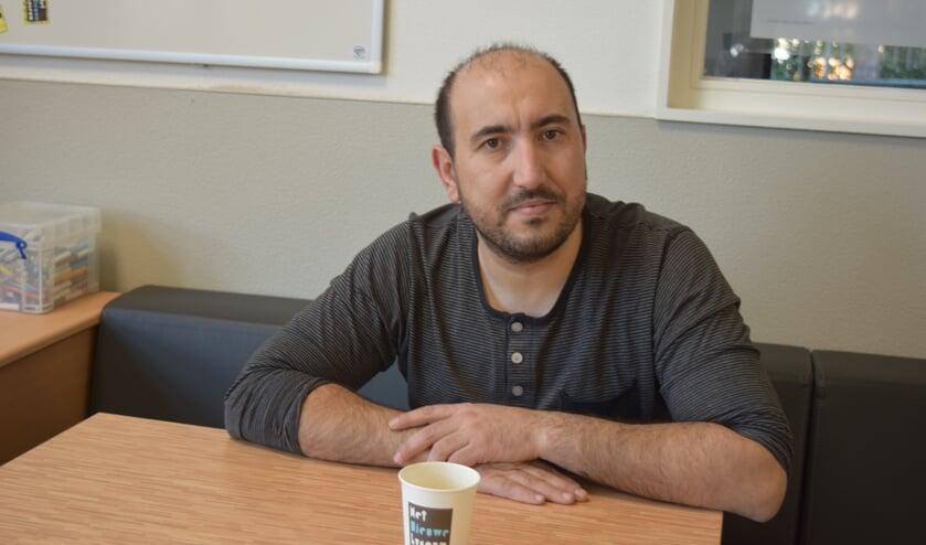 Abdel Azougagh brengt de leerlingen alle beginselen van de wiskunde bij.
