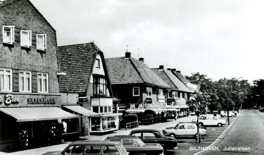 Parkeren op de Julianalaan in Bilthoven precies 50 jaar geleden. (foto uit de digitale verzameling van Rienk Miedema)
