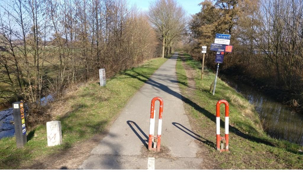 De extra lus van het klompenpad loopt langs de Hogenkampse plas en Voordorpsedijk.