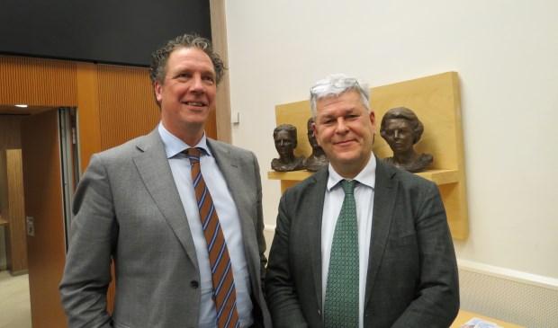 Peter Ypma woonde als 'Gast van de raad' de vergadering bij op uitnodiging van Werner de Groot (rechts).  © De Vierklank