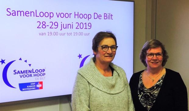 Monique Fijen (l) en Trudie Kemp coördineren het St. Maartenkerkteam.