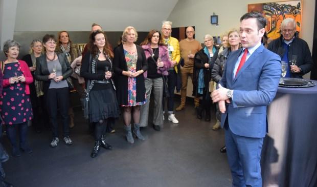 Burgemeester Sjoerd Potters opende zondag 3 februari de nieuwe expositie bij Galeri Mi aan de Beethovenlaan in Bilthoven.