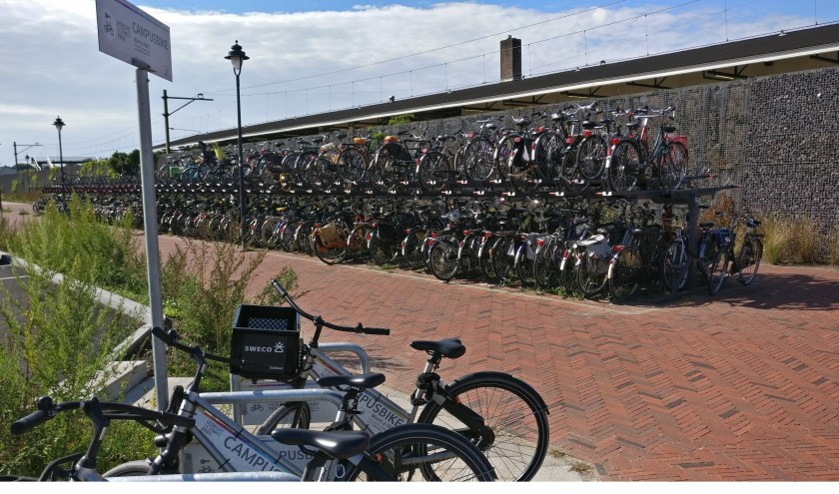 Bij station Bilthoven staan de campusbikes separaat gestald.