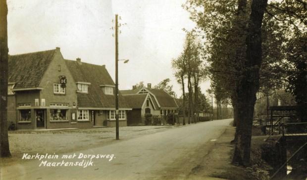 21 Maart 1933 begon oma Van Rossum op Dorpsweg 30 in Maartensdijk. (foto uit 1936 uit de verzameling van Rienk Miedema)  © De Vierklank