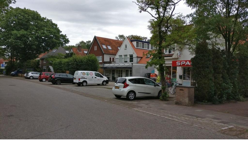 Dit kleine winkelcentrum bewijst (bijna 60 jaar later) nog steeds zijn functie.  © De Vierklank