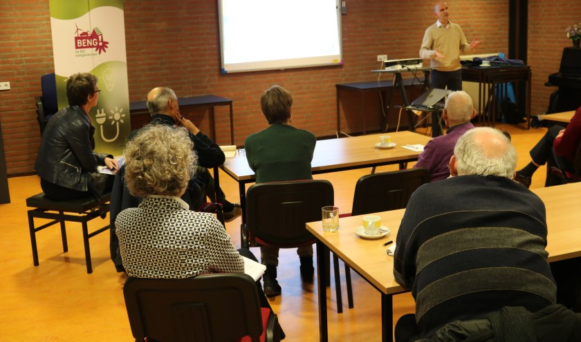 Deelnemers luisteren geboeid naar Bauke Heikamp, strategisch adviseur van gemeente De Bilt.