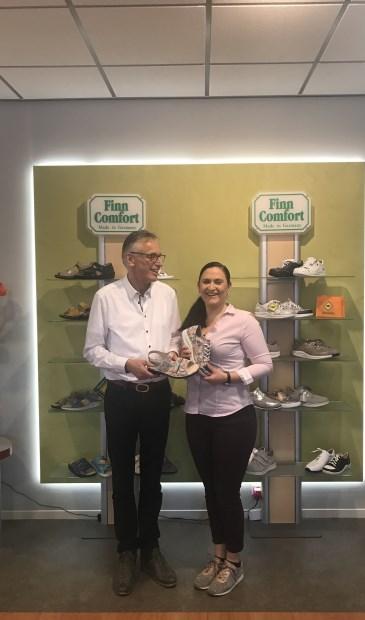 Voor alle FinnComfort-kopers is er op deze dag een passende attentie en op deze dag krijgt men 20% korting op alle slippers van Finn Comfort bij de George In der Maur Beterlopenwinkel, Koningin Wilhelminaweg 497 te Groenekan.