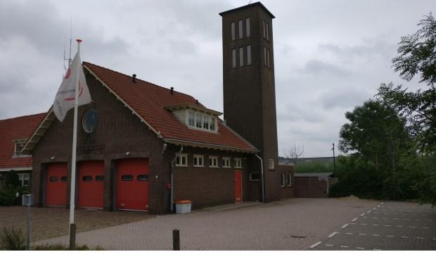 De brandweerkzerne dateert uit 1940. Voor het ontwerp tekende gemeentearchitect Ch.L. Quéré. [foto Henk van de Bunt]