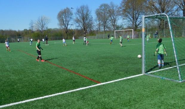 Onder frisse, maar lekkere voetbalomstandigheden werden alle wedstrijden gespeeld.