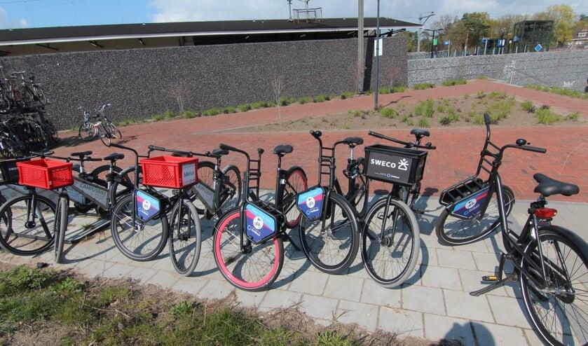 Er wordt gebruikgemaakt van bestaande fietsrekken, zoals bij het treinstation in Bilthoven, waar overigens een woud van fietsen en aanbieders is te vinden.