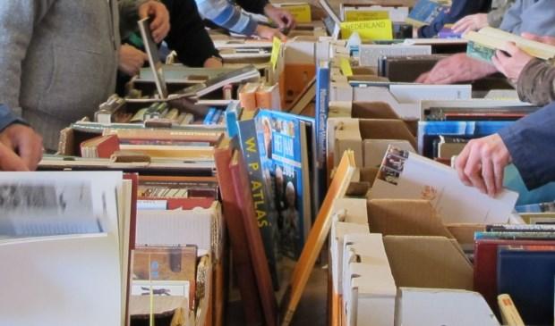 Wie bijvoorbeeld boeken heeft voor de verkoop kan zich aanmelden en geld verdienen voor een vereniging of goed doel.