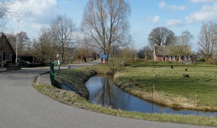 Bij deze foto staan we op het meest westelijke puntje van de gemeente en kijken westwaarts richting Oud Maarseveen in de gemeente Stichtse Vecht.