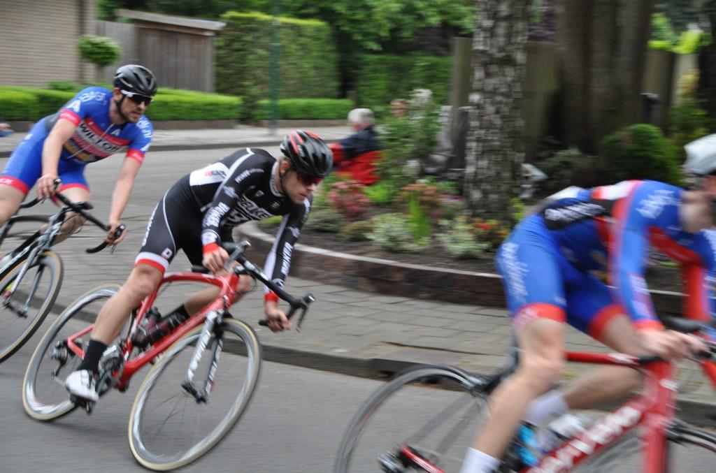 Op zaterdag 18 mei draaien de wielrenners weer door de bochten in de straten van Maartensdijk tijdens de jaarlijkse wielerronde.