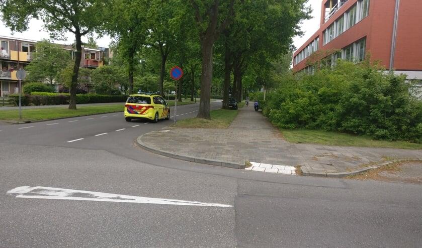 Hoek Massijslaan-Jan van Eijklaan met de Rogier van der Weydenlaan: 'De ambulance kan in ieder geval weer rechtdoor'. [foto Henk van de Bunt
