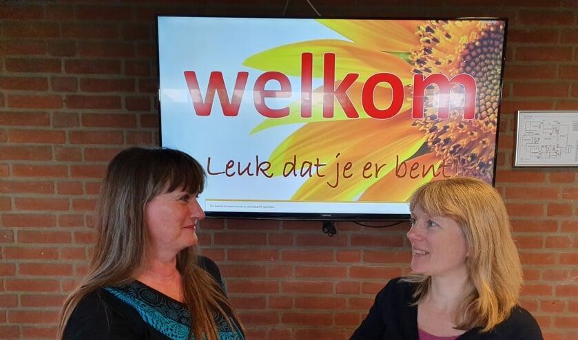 De eerste samenwerking tussen Markt Samen Leuke Dingen Doen en Repair Café is een feit: Wilma van Poelgeest (Mens) en Sofie Bakker.