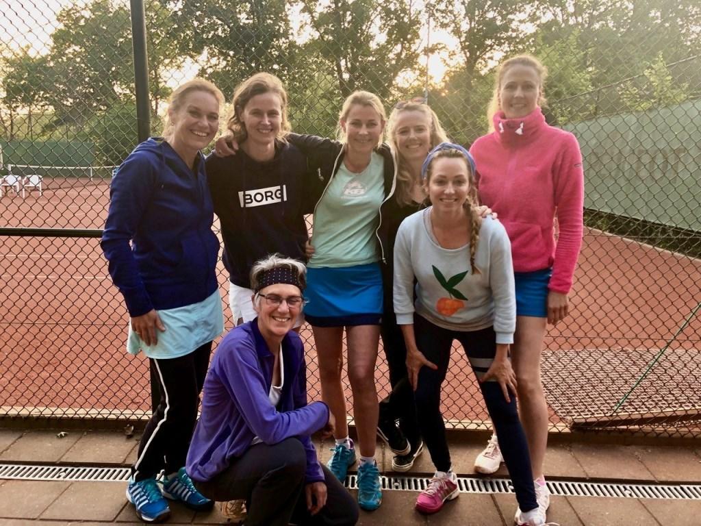 Het vrijdag dames dubbelteam 35+ derde klasse kampioen in de poule.  © De Vierklank