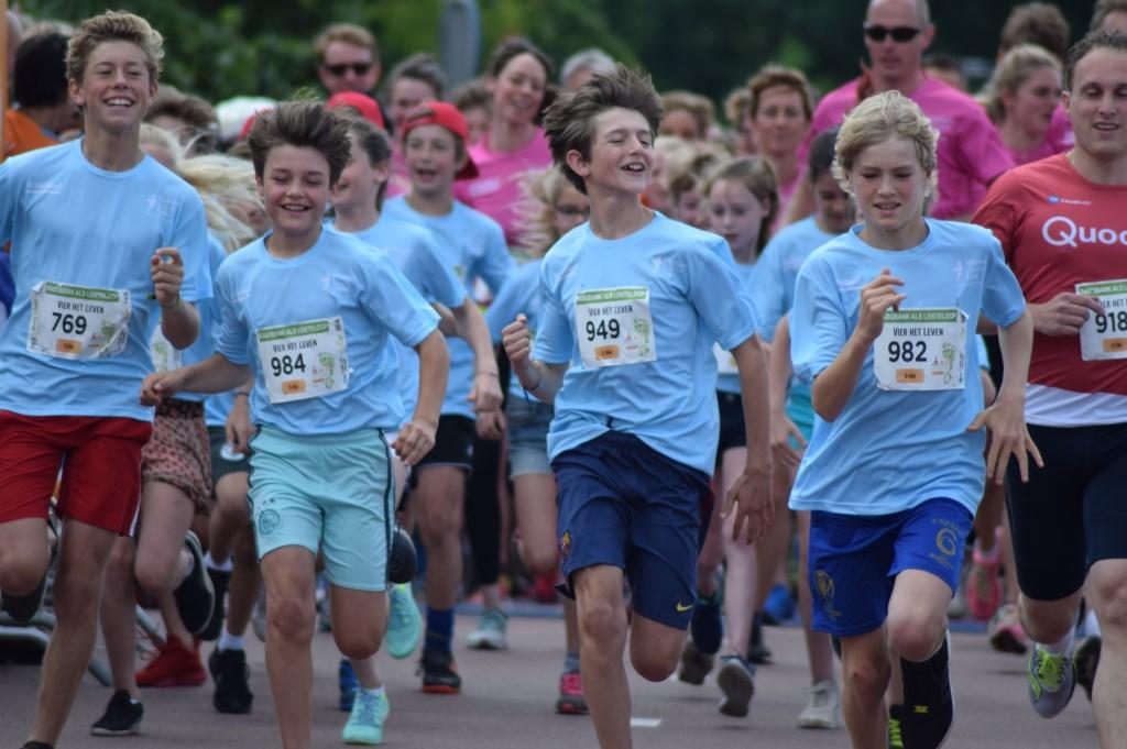 Velen renden de vijf kilometer  © De Vierklank